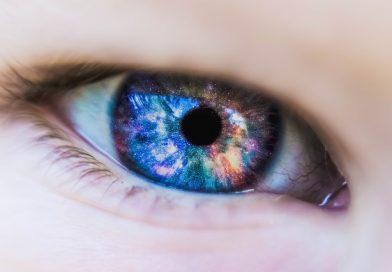 Différence entre le crayon contour des yeux et le mascara